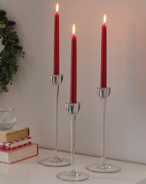 Зимняя коллекция красные свечи и подсвечник