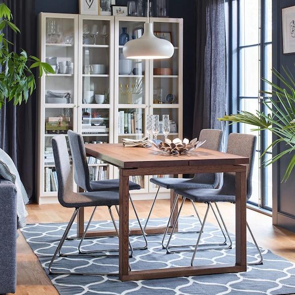 4 IKEA VOLGFANG Stühle um einen Esstisch