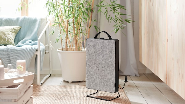 Cool, sunny living room with a FÖRNUFTIG air purifier.