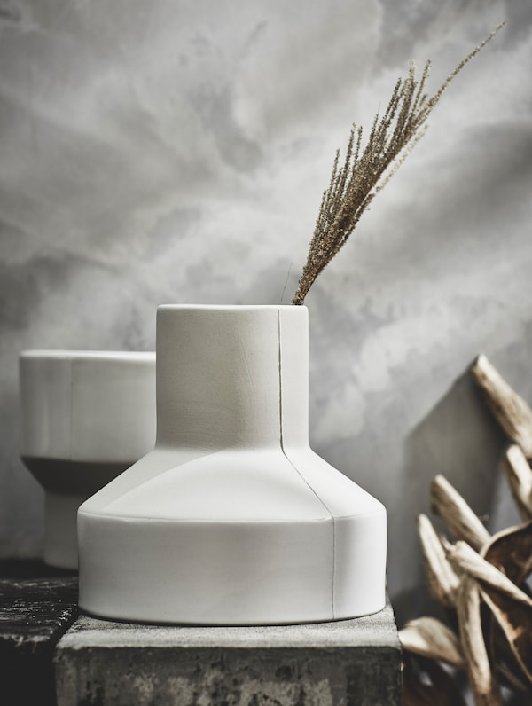 The handmade HANTVERK vase on display – made by artisans in Thailand.