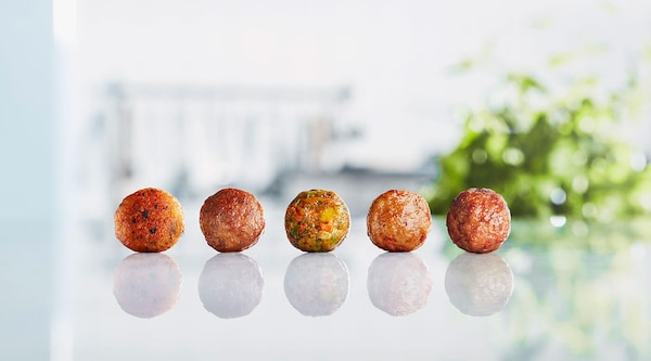 5 meatballs sitting on a table