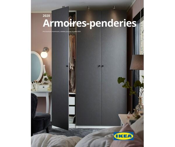 Page couverture de la brochure Armores-penderies IKEA 2020 montrant une armoire-penderie dont une porte est entrouverte.