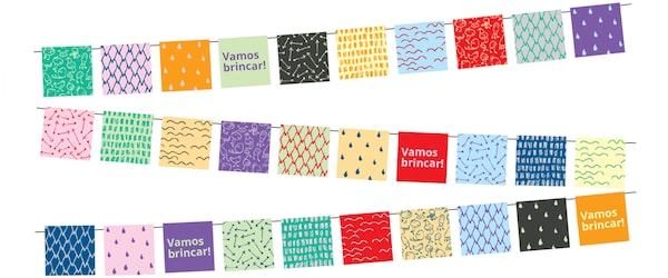 """Três filas de grinaldas coloridas com as palavras """"Vamos brincar!"""" escritas aleatoriamente."""
