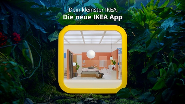 DIe neue IKEA App, dargestellt alst kleinster IKEA Store der Welt umgeben vom Dschungl.