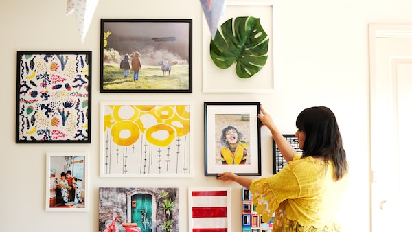 Home visit: how to create an easy gallery wall.