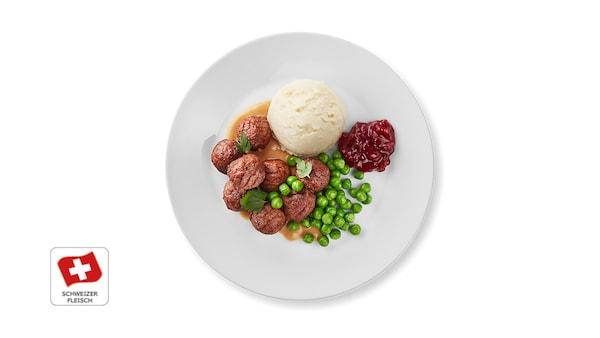 8 Fleischbällchen mit Kartoffelstock, Rahmsauce und Preiselbeerkonfitüre