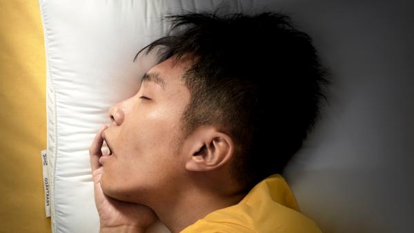 Experience the ergonomic pillow effect