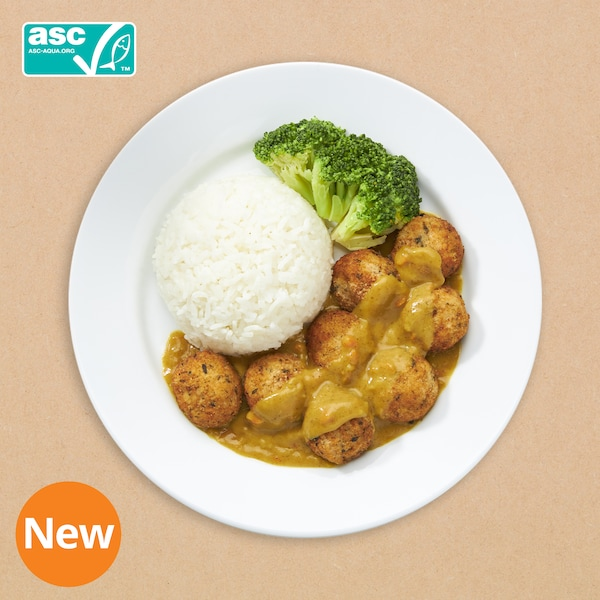 8pcs salmon ball with rice and curry sauce