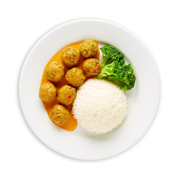 8pcs Veggie balls with rice and panang sauce