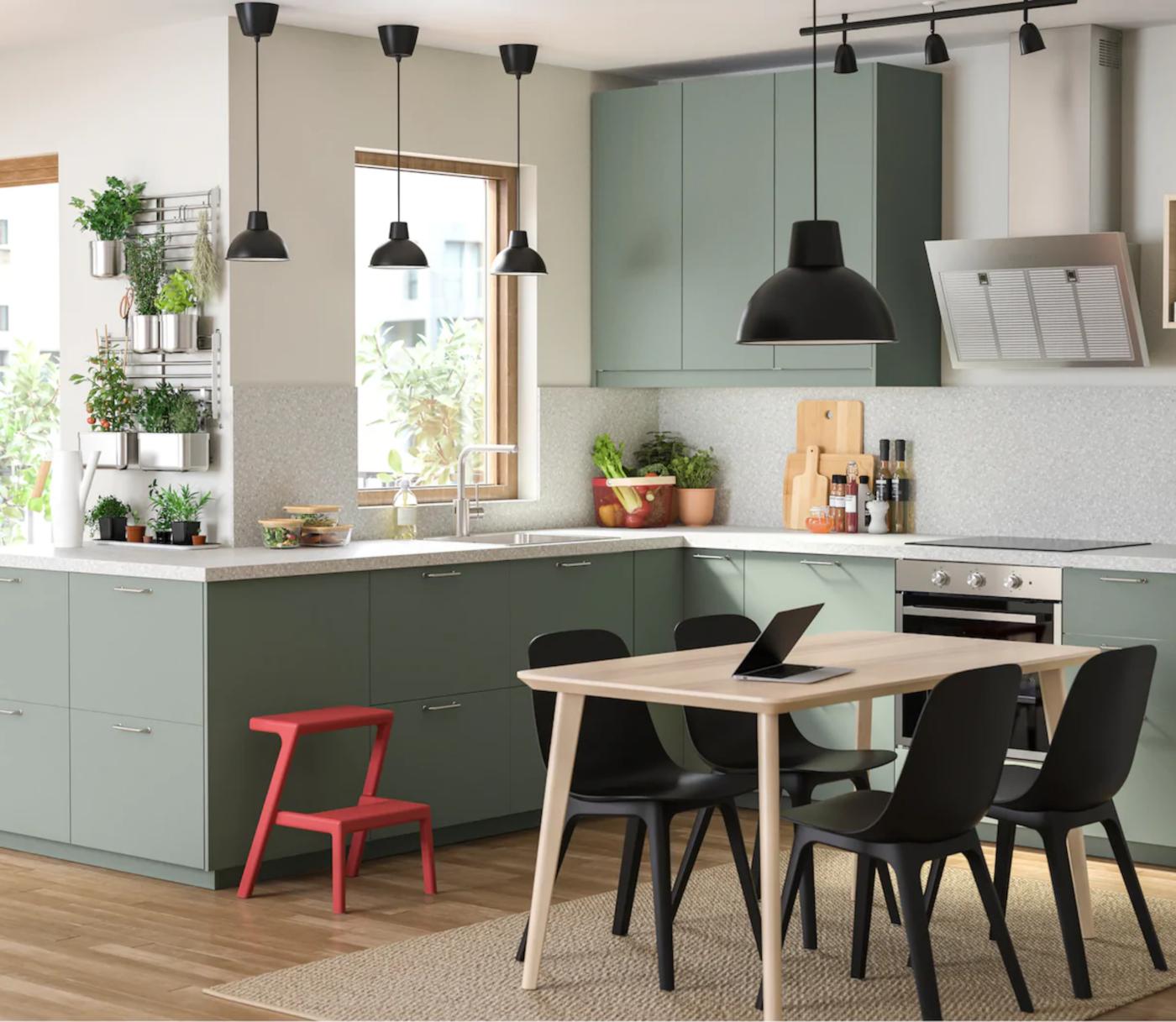 Ljupka zelena i ekološki osviještena kuhinja