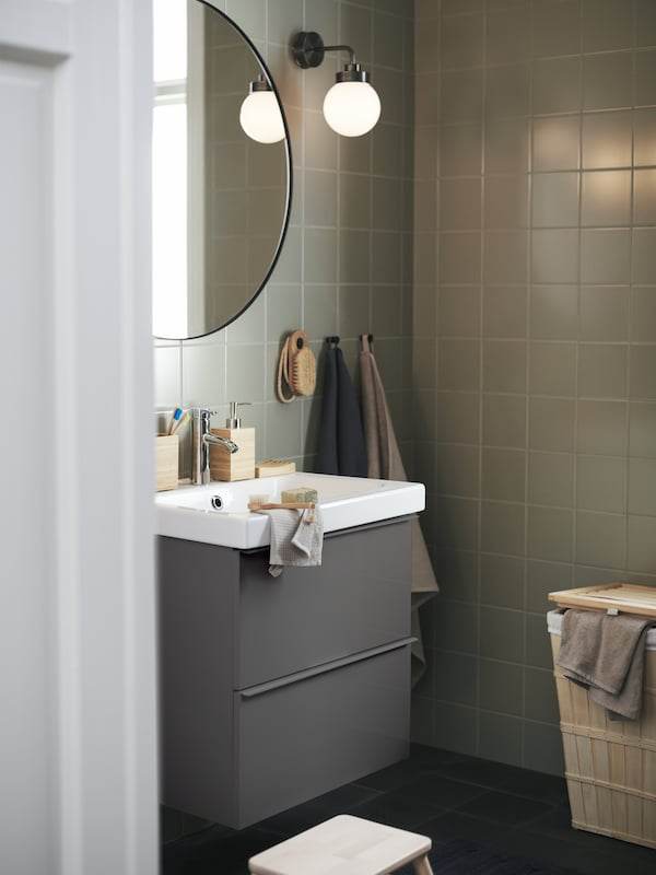 A bathroom with GODMORGON bathroom cabinet and a LINDBYN mirror on the wall.