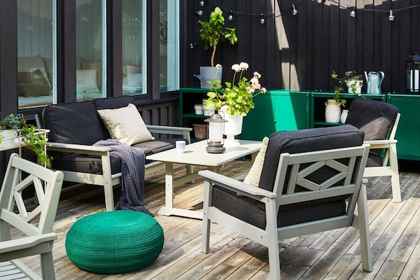 A black and green outdoor setting with BONDHOLMEN futniture.