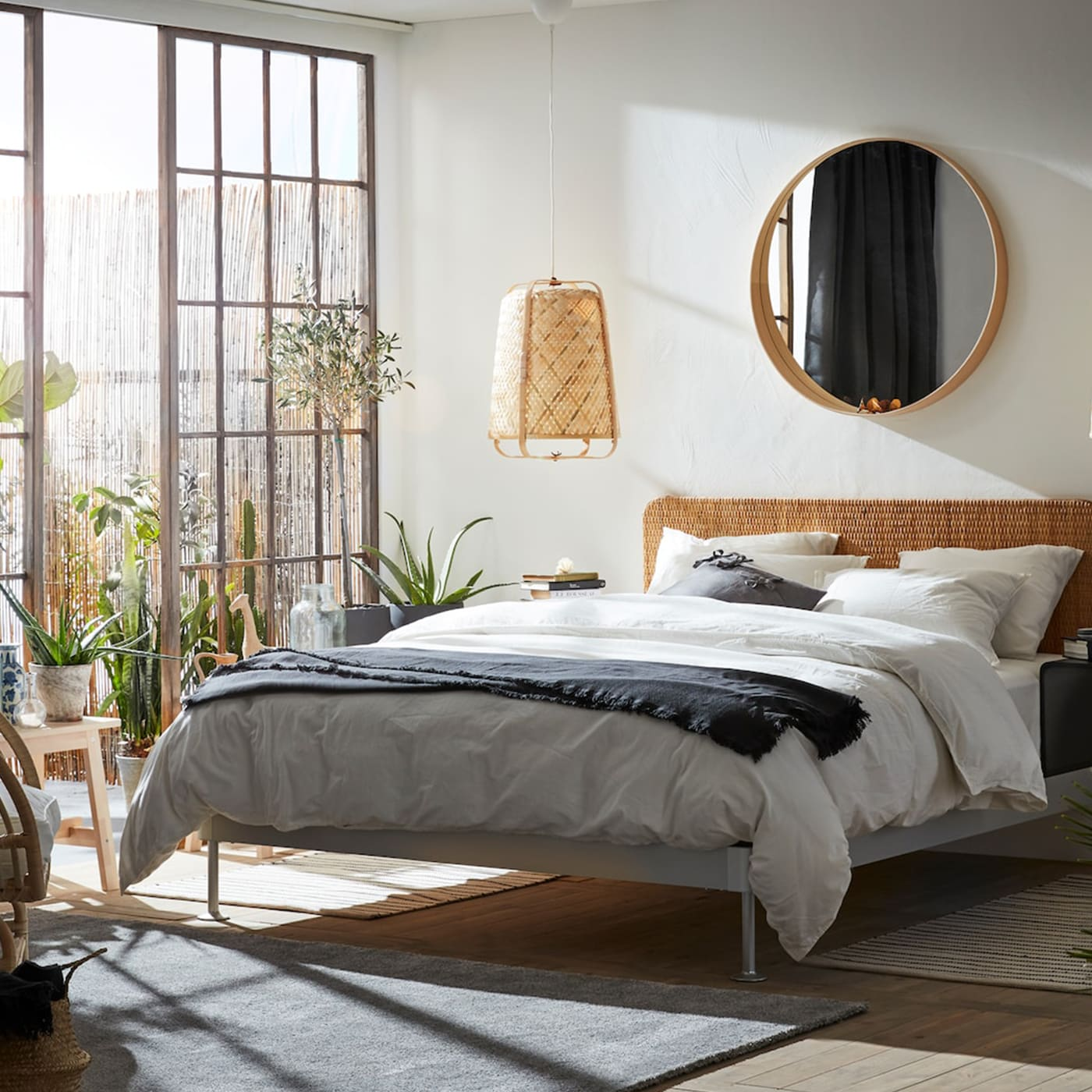 Stilvolles Schlafzimmer mit Naturmaterialien - IKEA Österreich