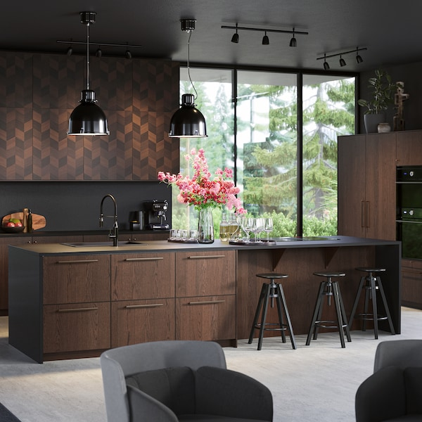 A brown SINARP kitchen with an island