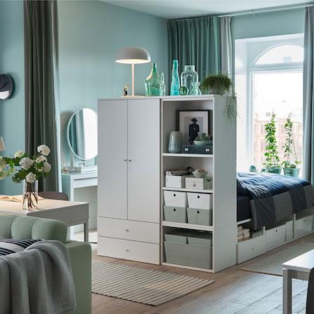 Funktionelles Schlafzimmer im kleinen Wohnzimmer - IKEA ...