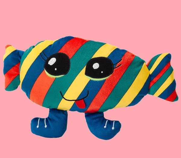 A candy soft toy from the SAGOSKATT Collection against a pink background.