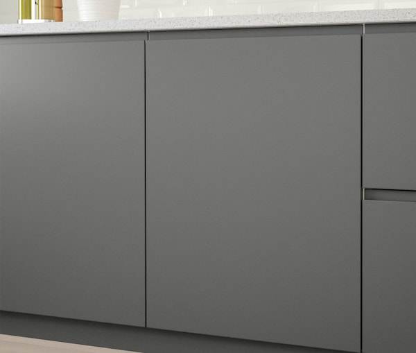 A close up of a kitchen cabinet with IKEA VOXTORP dark grey doors.