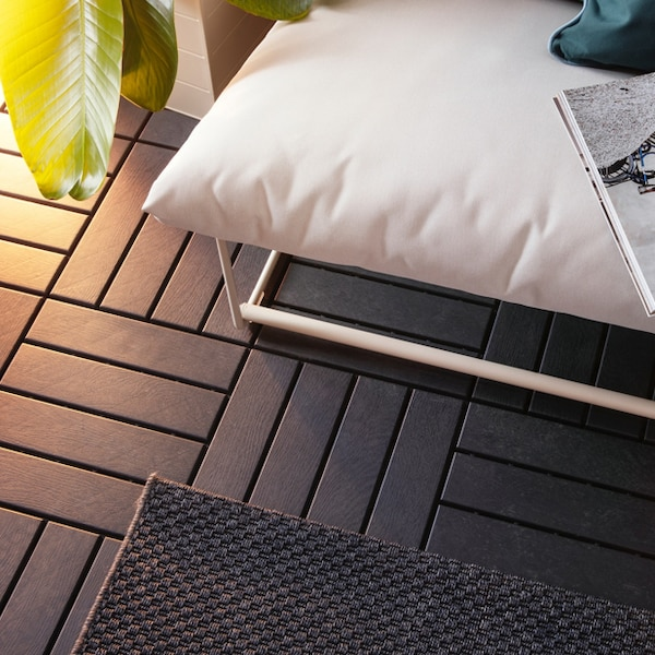 A close up of the black RUNNEN decking in an outdoor setting.