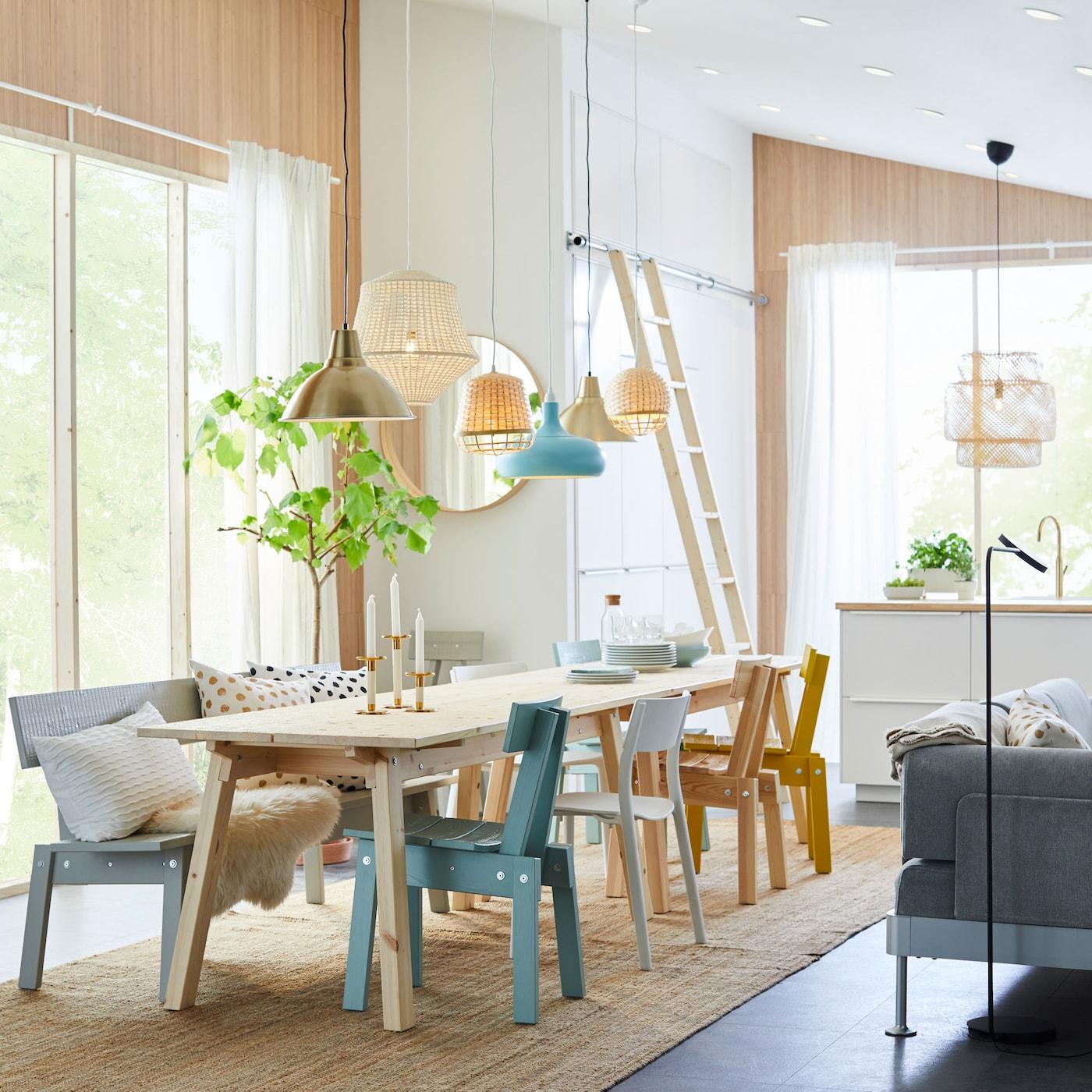 A coleção INDUSTRIELL da IKEA é artesanal, de pinho, o que faz com que cada peça seja única.