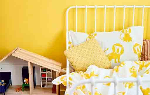 a-colourful-kids-room-with-yellow-walls-and-ikea-djungelskog-lion-print-bedding