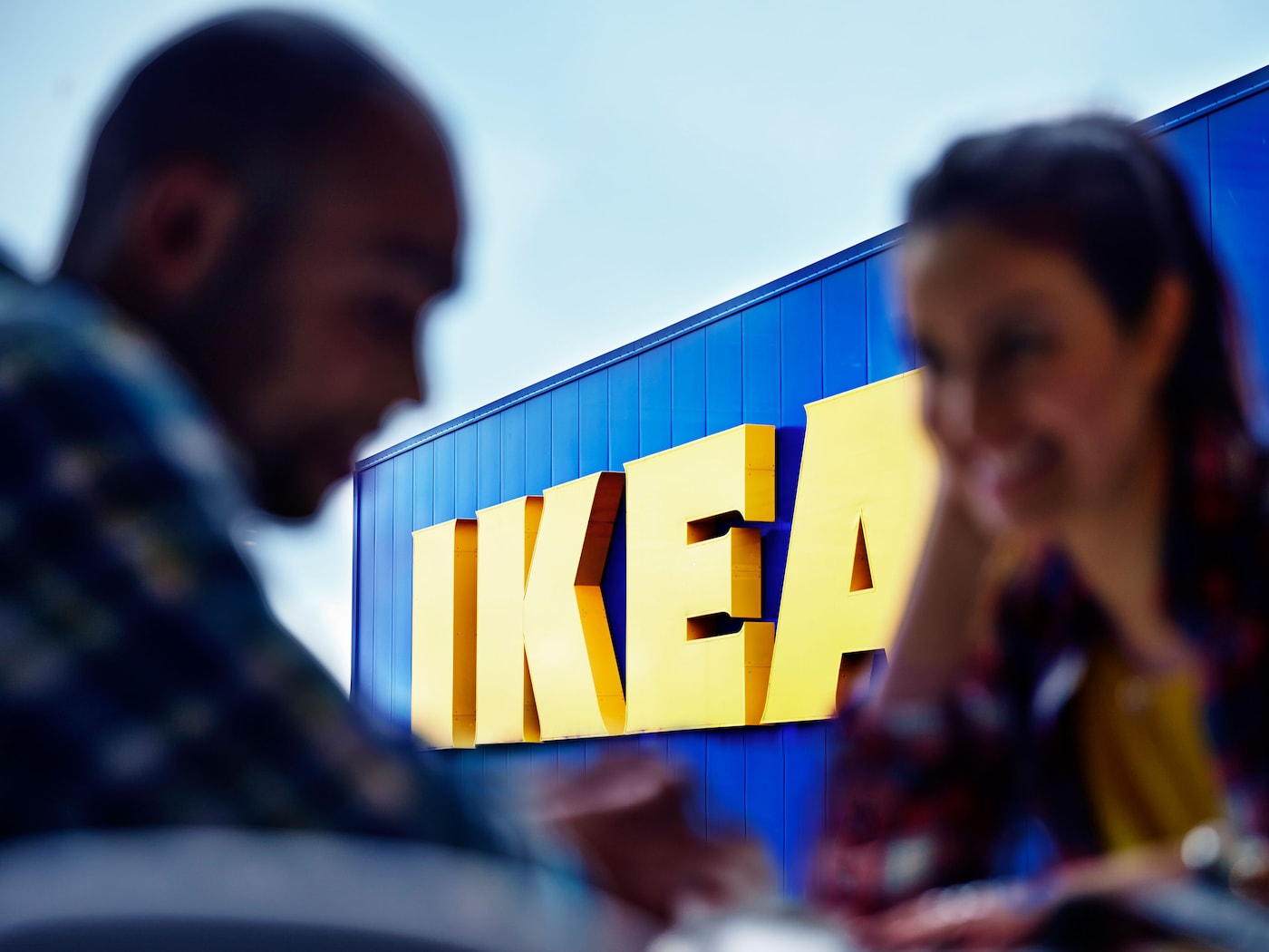 A couple is having a chat in front of the IKEA entrance.