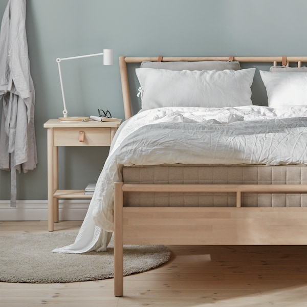 A guide with tips about bed frames to help you choose the best bed for you.