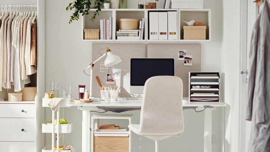 A home office spot with a BEKANT desk in white and a LANGFJALL swivel chair.