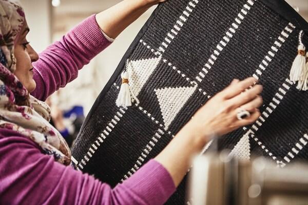 A Jordanian craftswoman