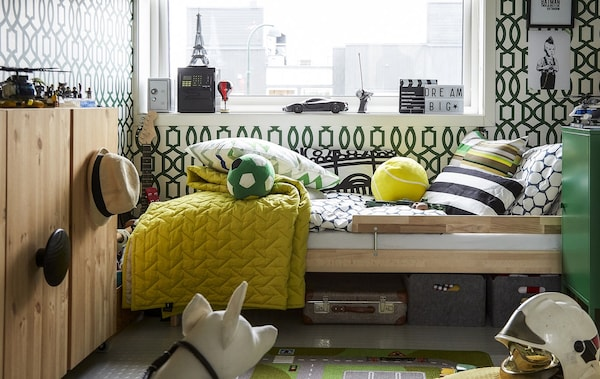 A kids' bedroom decorated in green and yellow.