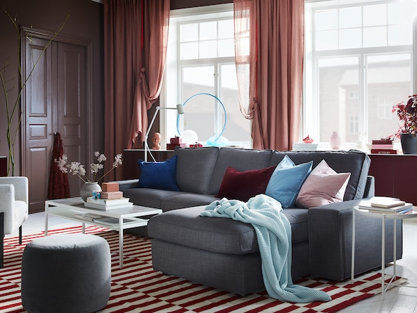 A living room with a dark grey sofa and NYBODA coffee table that has a reversible table top: the black side is up.