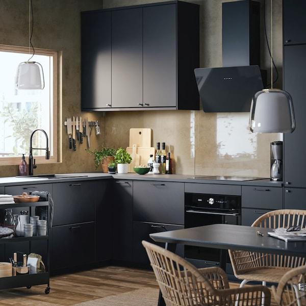 A matte black KUNGSBACKA kitchen in a corner