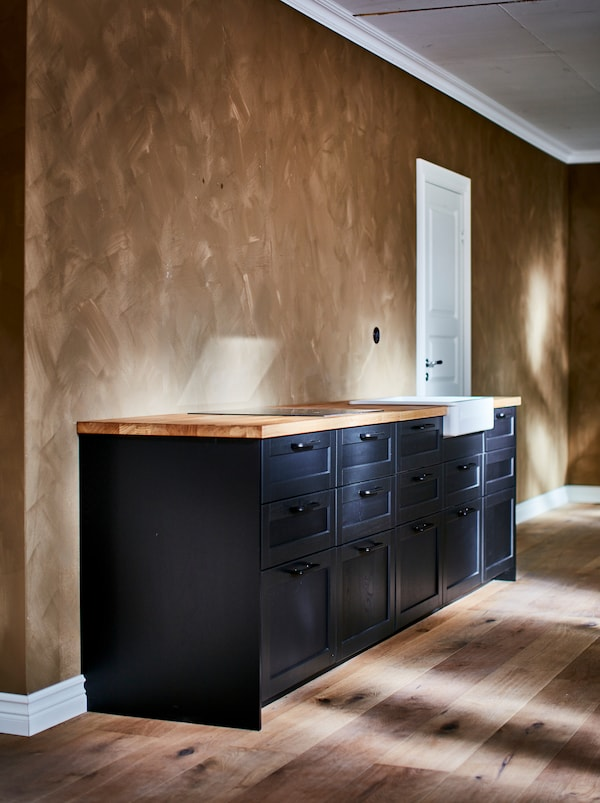 A METOD base cabinet frame kitchen that has been painted black and has new LERHYTTAN fronts.