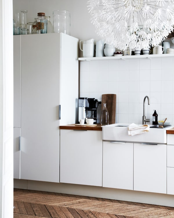 A mix of open and closed storage keeps the space light and packed with texture.