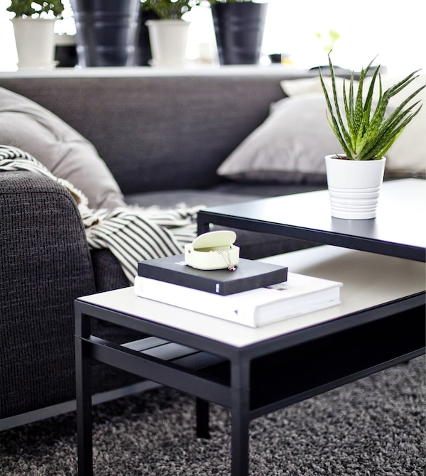 A nest of monochrome coffee tables.