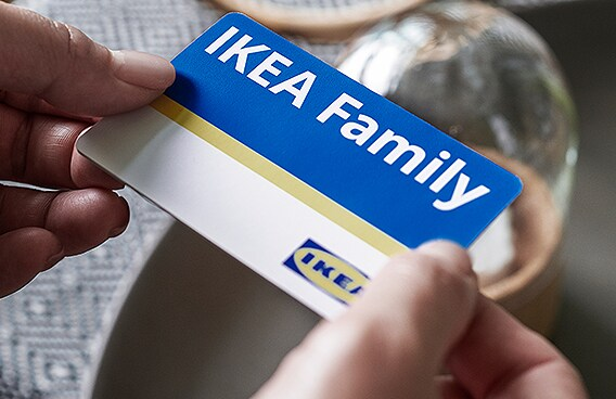 a person hold the IKEA family card