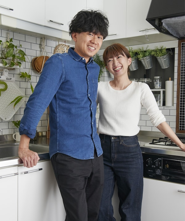 A portrait of Hiromi and Shunsuke's in their kitchen.