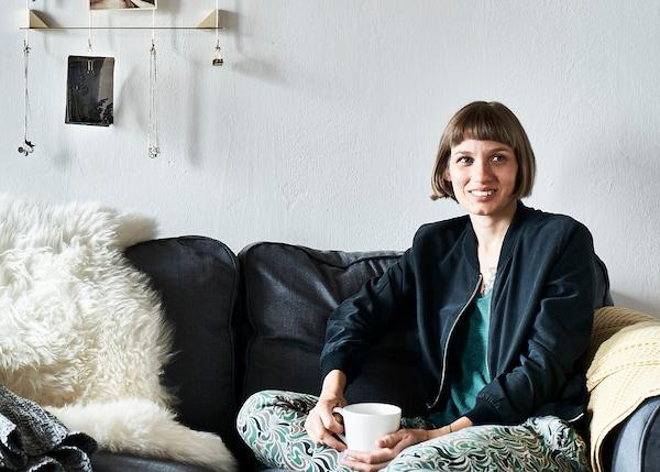 A portrait of homeowner Elisa.