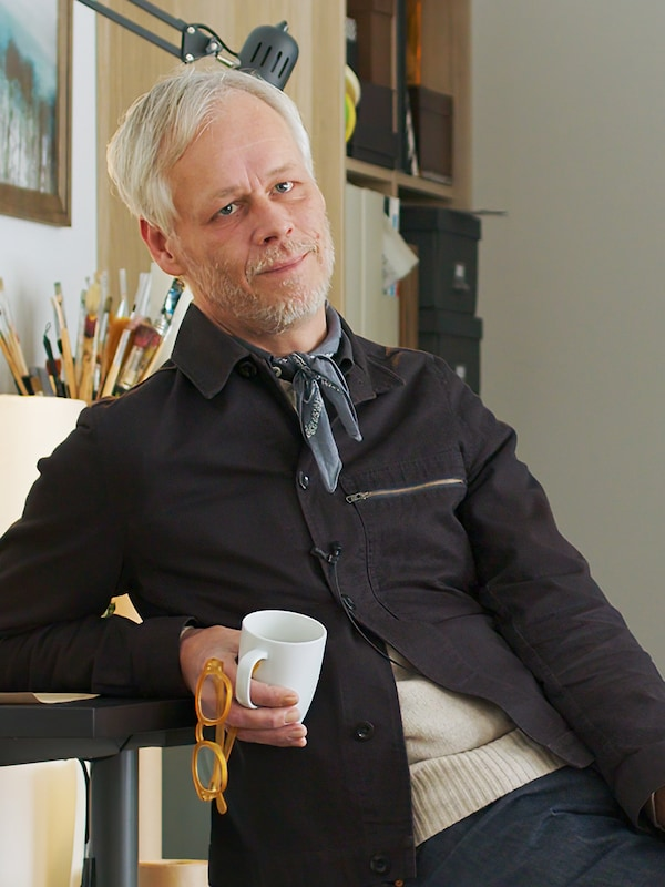 A portrait of interior designer Hans Blomquist.