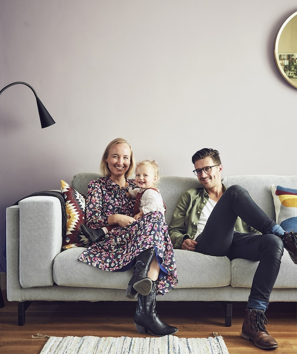 A portrait of Marrit, Jelmer and Mia on their sofa.