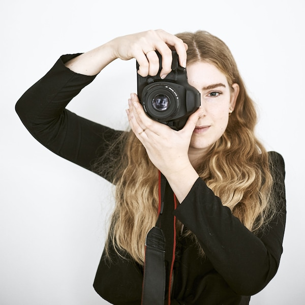 A portrait of Yvet with her camera.