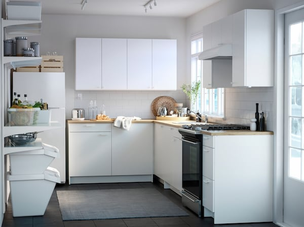 A small white kitchen with KNOXHULT white kitchen cabinet door fronts has everything you need to cook, store and recycle.