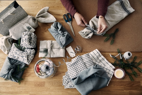 A smart tip when wrapping gifts: fabric remnants and cut-offs of all kinds can be great ways to wrap Christmas presents.