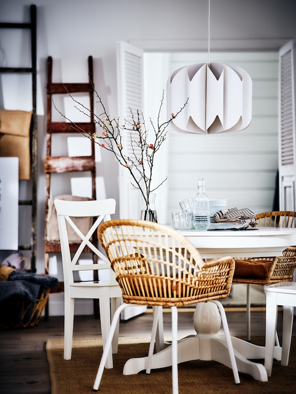A step-by-step guide on how to plan and decorate a dining area.