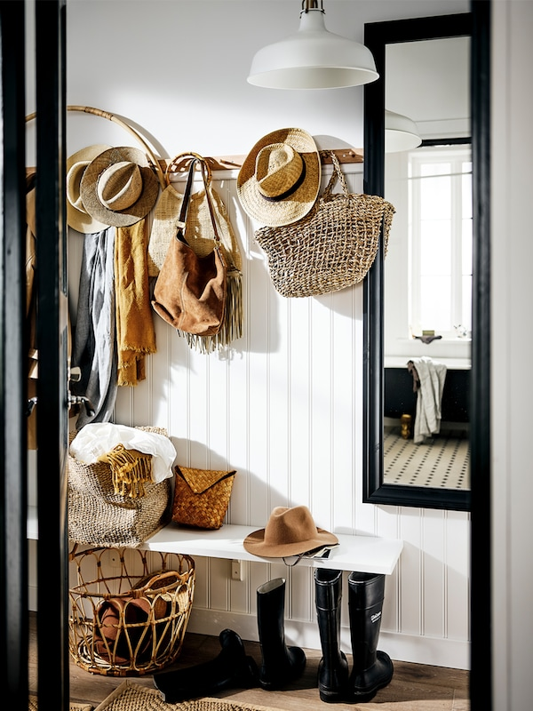 A step-by-step guide on how to plan and decorate a hallway.