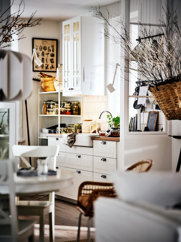 A story on how to achieve a farmhouse styled kitchen.
