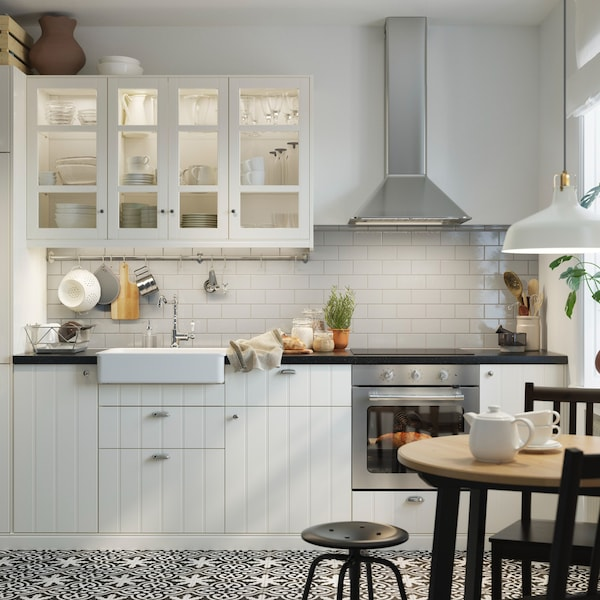 A traditional HITTARP kitchen in a straight line
