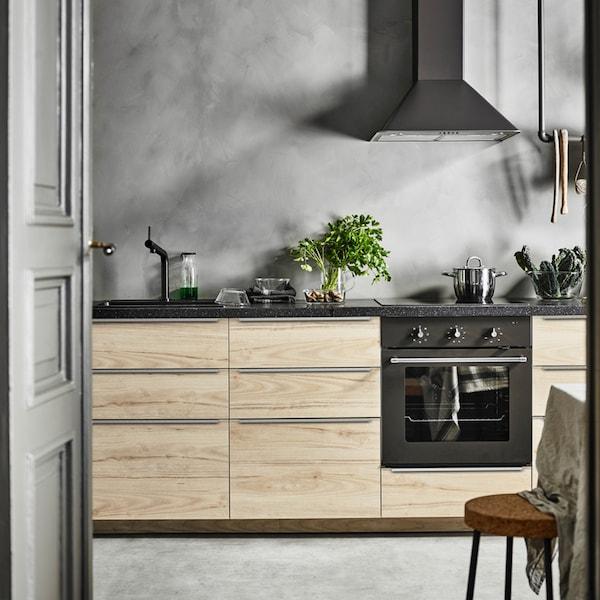 A wooden ASKERSUND kitchen in a straight line