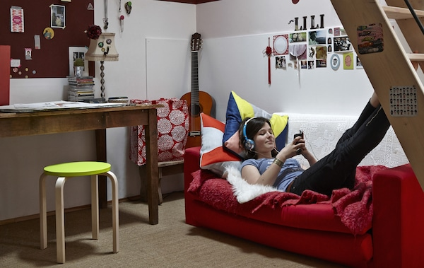 Transform a kid\'s bedroom into a cool teenage pad - IKEA