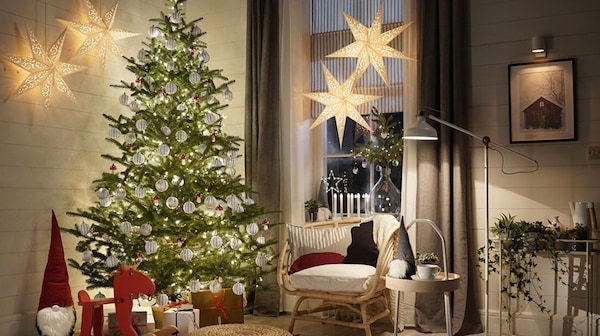 Image of a neutral livingroom with a decorated Christmas tree in the corner