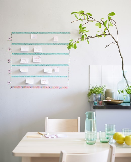 Add a twinkle to the eye to any interior with washi tape. We used rolls of IKEA SPRUDLA tape to create a calendar. Sticky notes are perfect for keeping track of appointments. The tape comes in lots of pretty colours, is easy to remove and has a matt look.